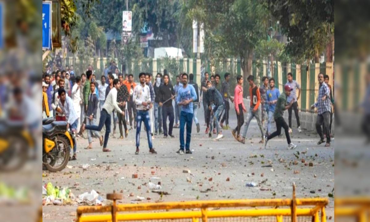 दिल्ली के मौजपुर में हुई पत्थरबाजी से हेड कांस्टेबल की मौत