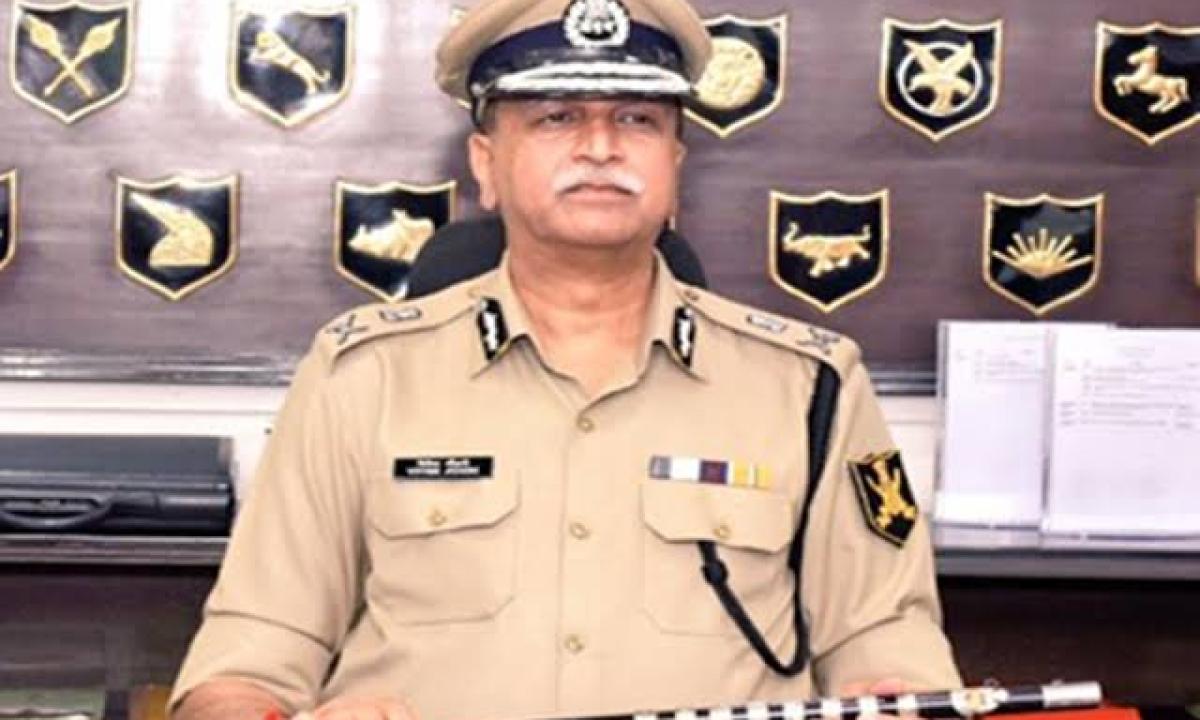 पुलिसकर्मियों को डीजीपी की सलाह- 14 दिनों तक घर जाने से बचें