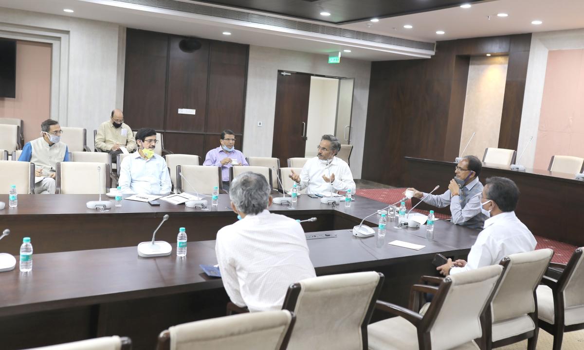 CM शिवराज ने दिए घर लौटने के इच्छुक लोगों की सहायता के निर्देश