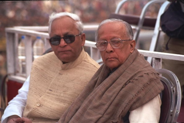 Buddhadeb and Jyoti Basu/The India Today Group/Getty Images)