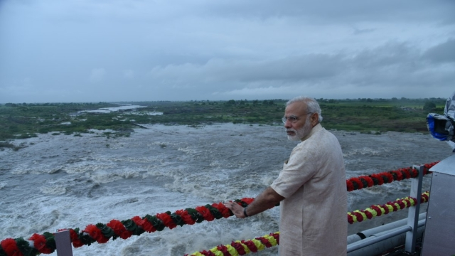 PM Modi Unveils SAUNI Project, Seeks To Quench Parched Saurashtra's Thirst