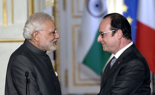 Hollande and Modi shake hands following a joint statement about the Rafale deal at the Elysee palace.  Photo credit: ALAIN JOCARD/AFP/GettyImages