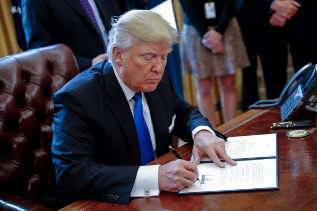 Trump Signs Executive Orders Extending Unemployment Dole, Suspending Payroll Tax, Deferring Student Loan Repayments, Eviction Moratorium