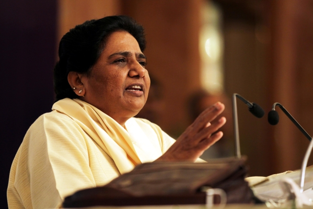 Mayawati Lashes Out At Congress For Politics On The Issue Of Stranded Students And Migrant Workers