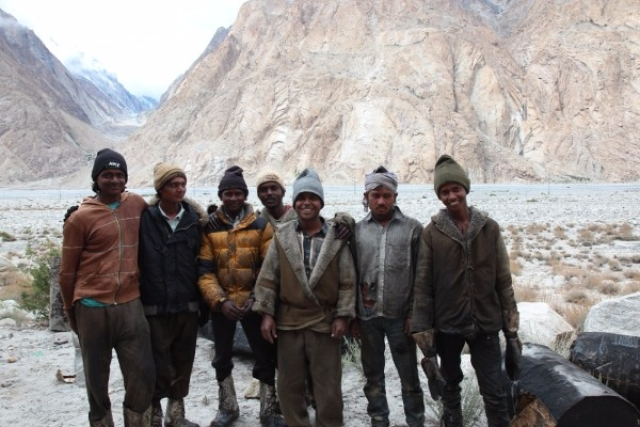 Bangladeshi labour en route to the Siachen base camp, 2016 (Sanjeev Nayyar)