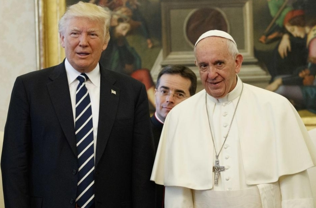 United States President Donald Trump (L) with Pope Francis