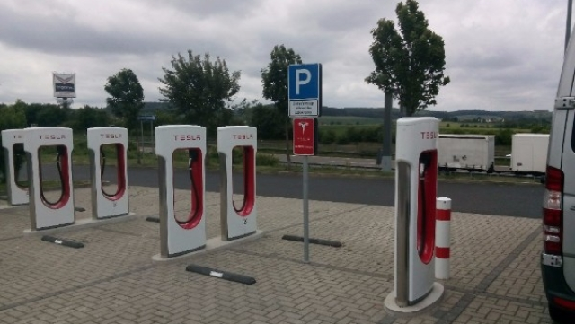The Burning Question About Electric Vehicles – What Kind Of Batteries Do We Use?