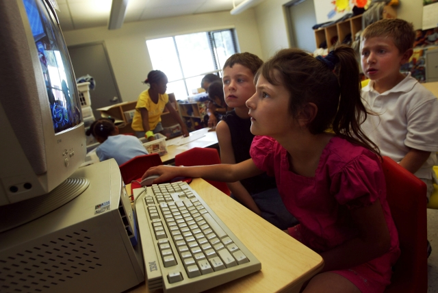 Young children working on a computer (Chris Hondros/Getty Image)