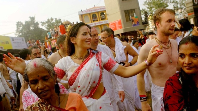 Single, And Devoted To Dharma: 82 Foreigners Embrace Hindu Way Of Life At Kumbh Mela, Take Vow Of Celibacy