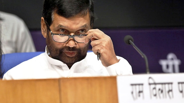 Union Minister Paswan Urges Consumers To File Complaint If They Find Any Information Missing On Products Package