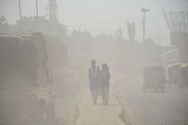 The pollution levels in Ghaziabad are making its children prone to asthma. (Sakib Ali/Hindustan Times via Getty Images)