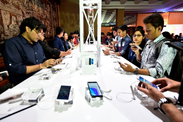 Indians Top World's Mobile Data Usage Charts: Use 9.8 GB Data Per Smartphone Every Month