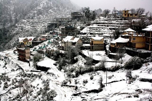 Tourists Rejoice As Winter Comes Early In Uttarakhand, Himachal: Manali, Kufri Among Others Receive First Snowfall