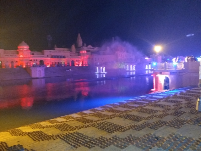3 lakh 35,000 diyas decorating 12 ghats of Ram Ki Paidi