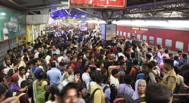 Kumbh Mela: Indian Railways To Use Artificial Intelligence For Crowd Monitoring; Kumbh Rail Seva App To be Launched