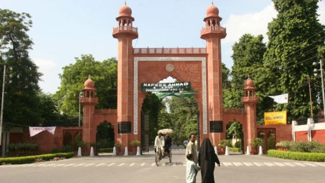 After Attacking Fellow Students Over Shivratri, AMU Students Protest Against Journalist For Wishing On Holi