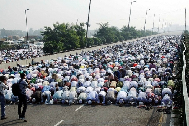 UP: After Aligarh Administration Bans Religious Activities On Roads, City's Mufti Directs Namaz On Terrace