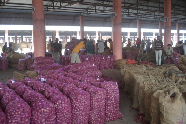 Onion Exports Face Woes In Wooing Back Importers, Higher Domestic Price