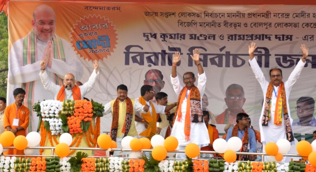 BJP president Amit Shah addressing a rally in Gonpur village, Birbhum. Also seen is party candidate Dudh Kumar Mondal and other leaders.