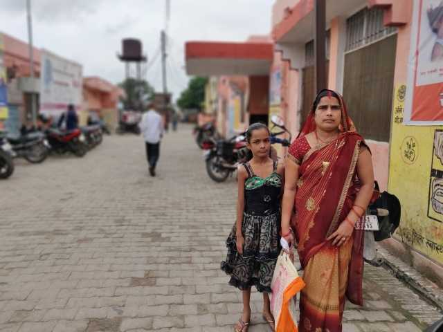 Geeta Singh from Dumari Sawangi Pattivillage with her eight-year-old daughter.