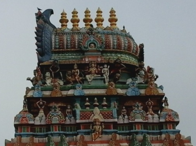The imposing <i>gopuram </i>of another temple on the banks of the Cooum River.