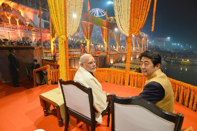 Modi with Abe during Ganga <i>aarti.</i>