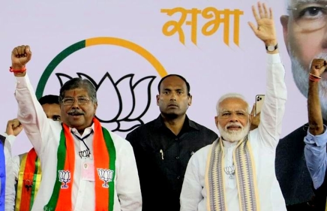 Maharashtra BJP President Chandrakant Patil with Prime Minister Modi (Chandrakant Patil/Twitter)