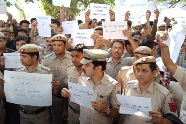 As Cops Stage Protest At Police HQ Over Violent Attacks By Lawyers, AAP Calls Delhi Police 'Armed Wing Of BJP'