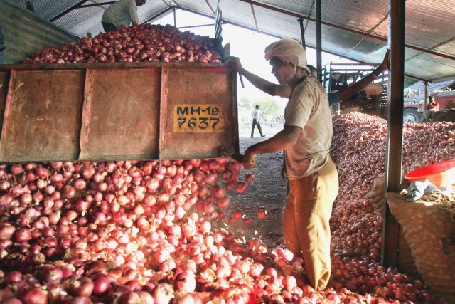 'TOPS To Total': FM Announces Pilot Scheme To Set Up Supply Chain For All Fruits And Vegetables