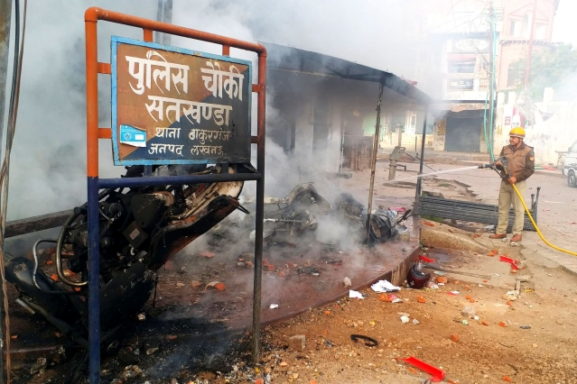 A police check post that was set ablaze in UP's Lucknow (Twitter/@sbajpai2811)