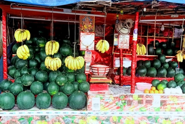 'Cops Threatened To Jail Us': Fruit-Sellers Booked For Writing 'Hindu' On Their Stalls In Jharkhand