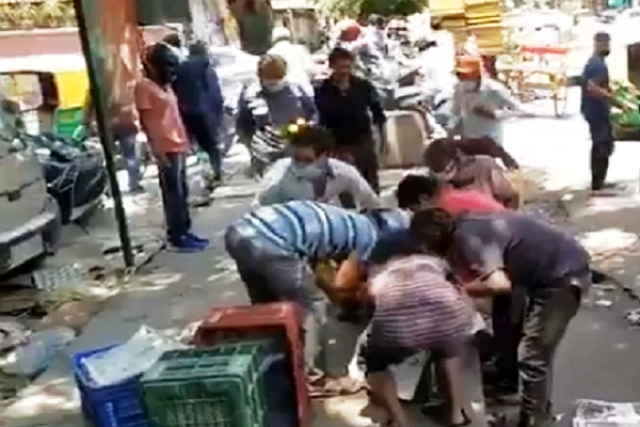 Delhi: Mob Loots Mangoes Worth Rs 30,000 From Poor Fruit Seller; Was Already Stressed Due To Covid-19 Slump
