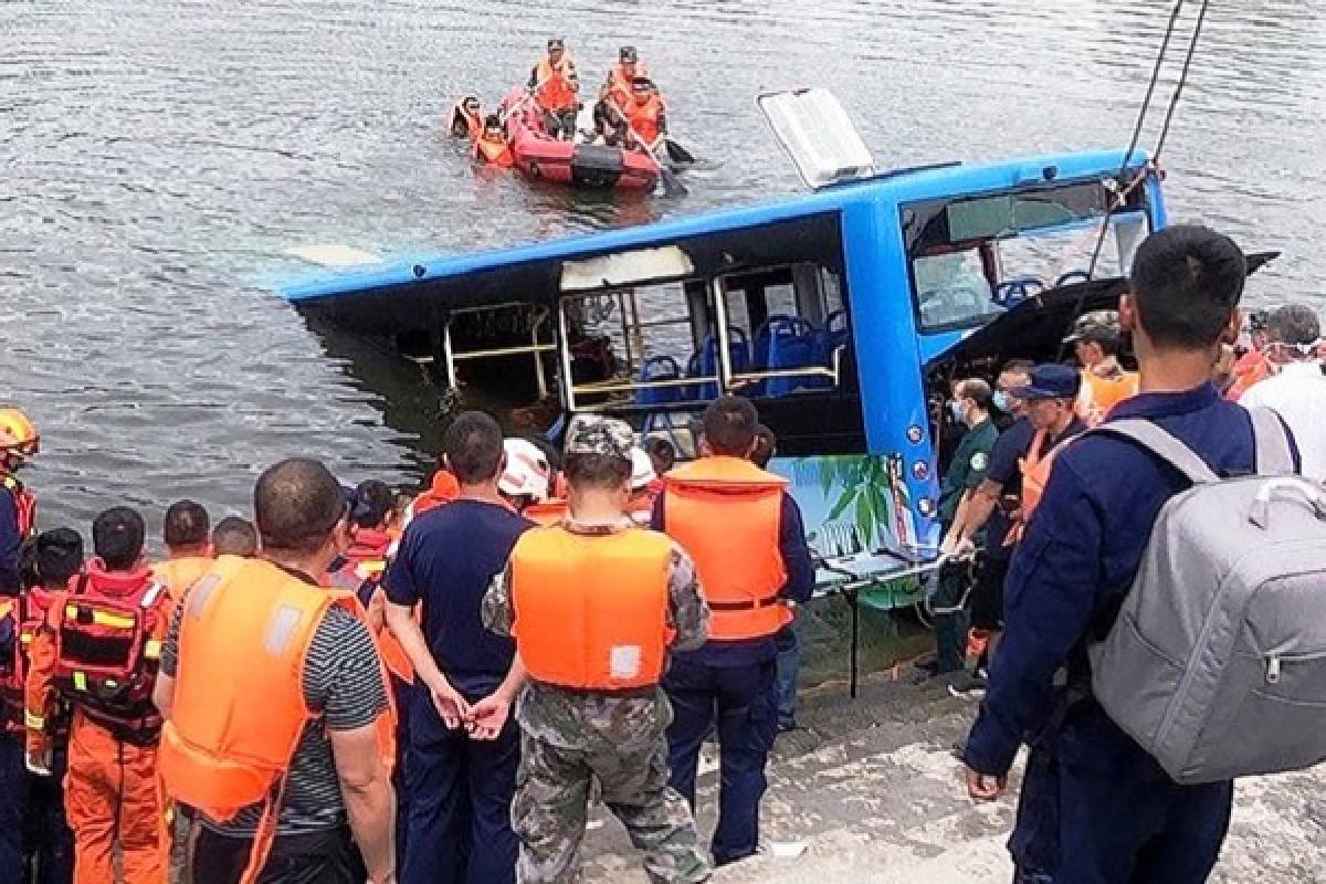A bus driver in China deliberately crashed and killed 21 people ...