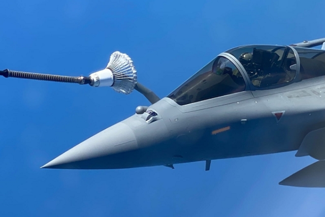 India's Rafale undergoes mid-air refuelling (Livefist)