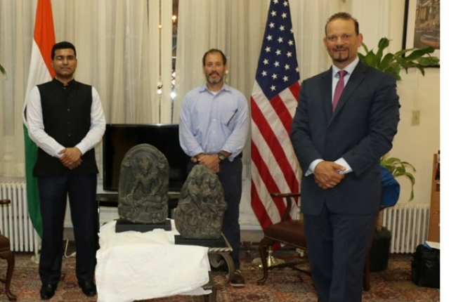 Officials of the US and Indian establishments, with the idols.