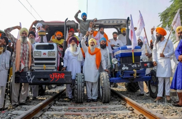 Punjab: Farmers To Lift Blockade For 15 Days Allowing Indian Railways Services To Resume From 23 November