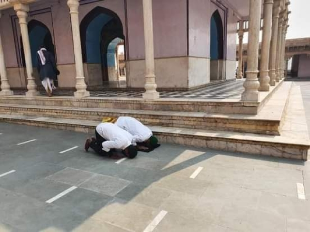 A picture of the Muslim men reading namaz inside Nand Baba temple on 29 October
