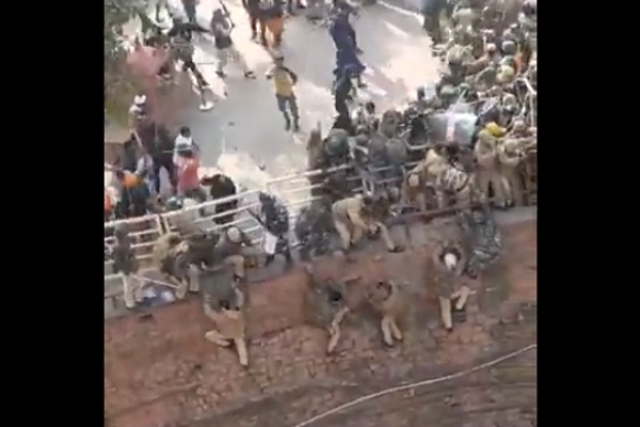 Watch: Farmer Protesters Brutally Attack Delhi Police At Red Fort, Cops Forced To Jump Into Ditch To Save Life