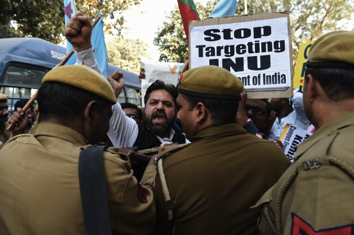 JNU Fee Hike Protest: Delhi Police Detains Around 100 Protesting Students For Showing Aggressive Defiance To Directions