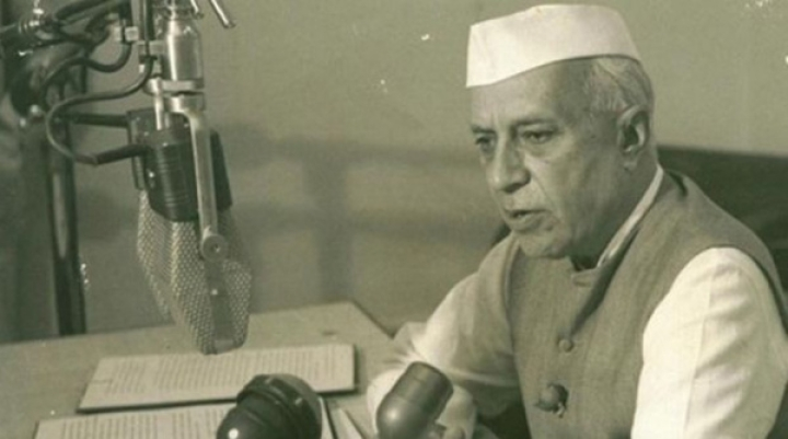 Nehru's Decline : Philosopher Turned Technician