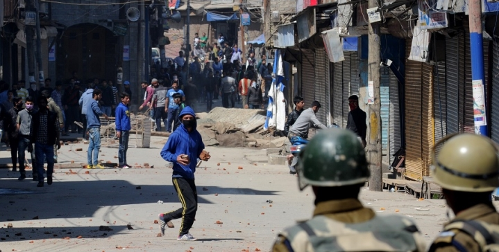 "Memo To Jadavpur Protestors: Kashmir's ""Azaadi"" Is Actually Bigotry Hiding Behind The Mask Of Freedom"