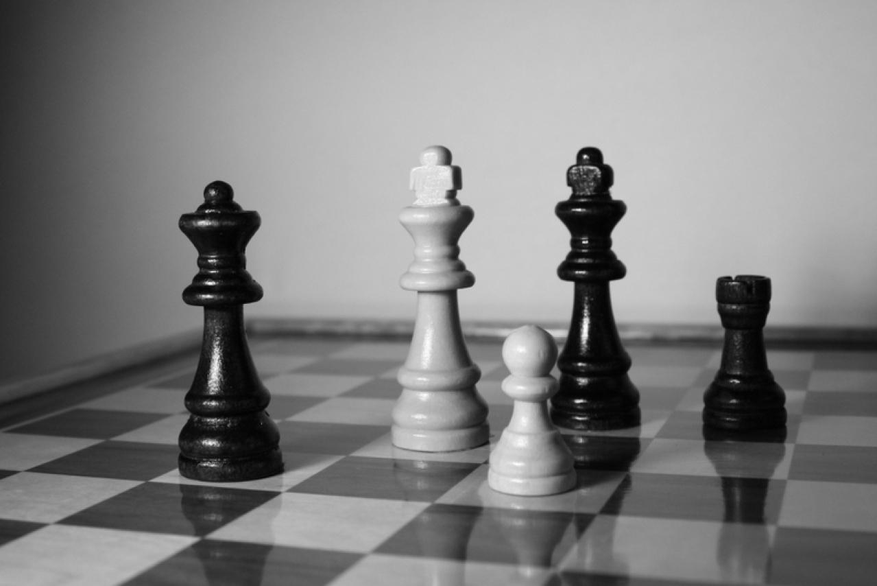 Днем рождения, фон для открытки шахматы