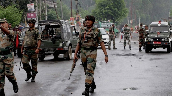 Militants Trapped Inside Government Building In South Kashmir, Gun Battle Continues