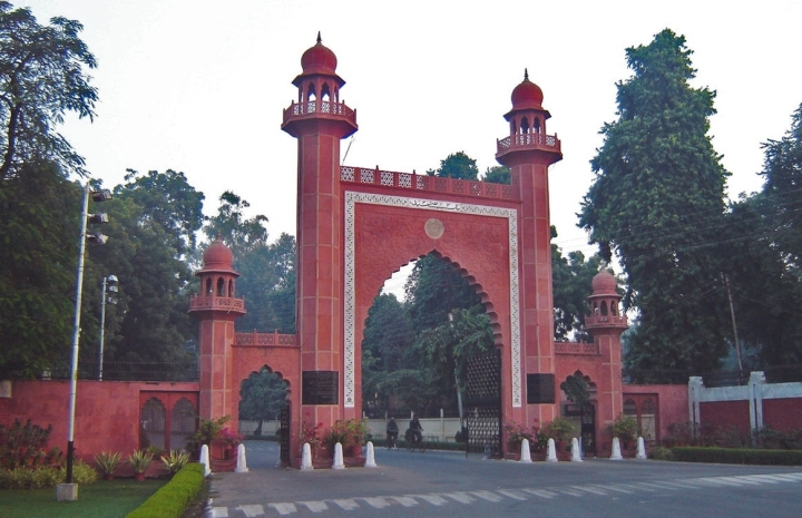 Aligarh Muslim University  Suspends Official For 'Hurting Students' By 'Felicitating' Hindu Jagran Manch Leader