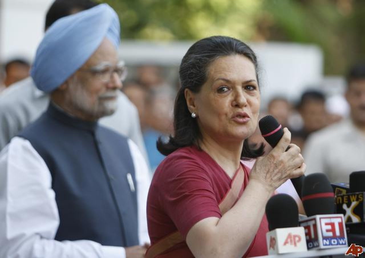 Sonia Gandhi and Manmohan Singh. (Getty Images)