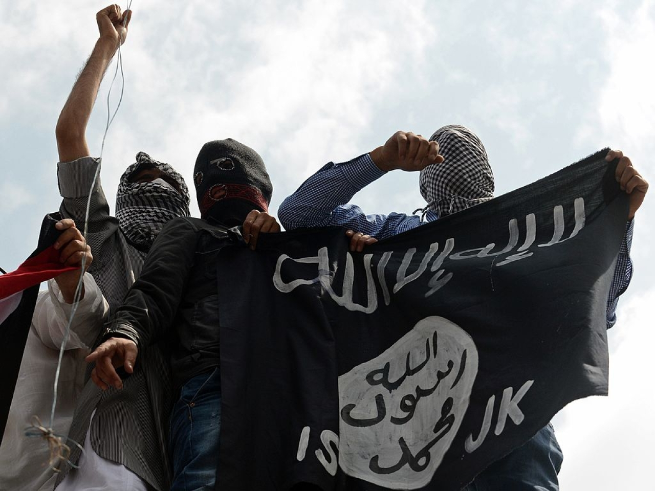 ISIS flags being waved in Kashmir in 2014 (TAUSEEF MUSTAFA/AFP/Getty Images)