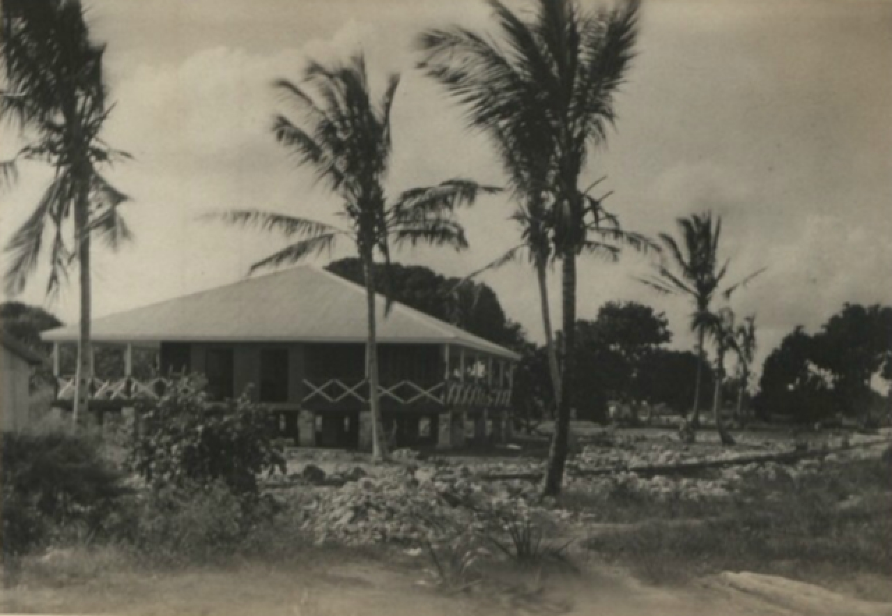 "A ""dak bungalow"" in Kenya, c. 1900. The term was sometimes applied to similar structures throughout the <a href=""https://en.wikipedia.org/wiki/British_Empire"">British Empire</a>."