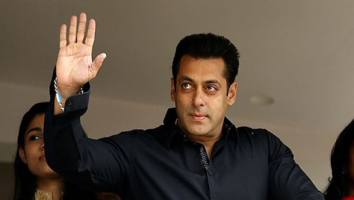 Salman Khan's Former Bodyguard Goes Berserk In Moradabad; Police, Bystanders Use Fishing Nets To Overpower Him