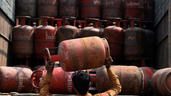 More Bang For Your Buck: Prices Of LPG Cylinders Reduce Thanks To Global Rate Slump