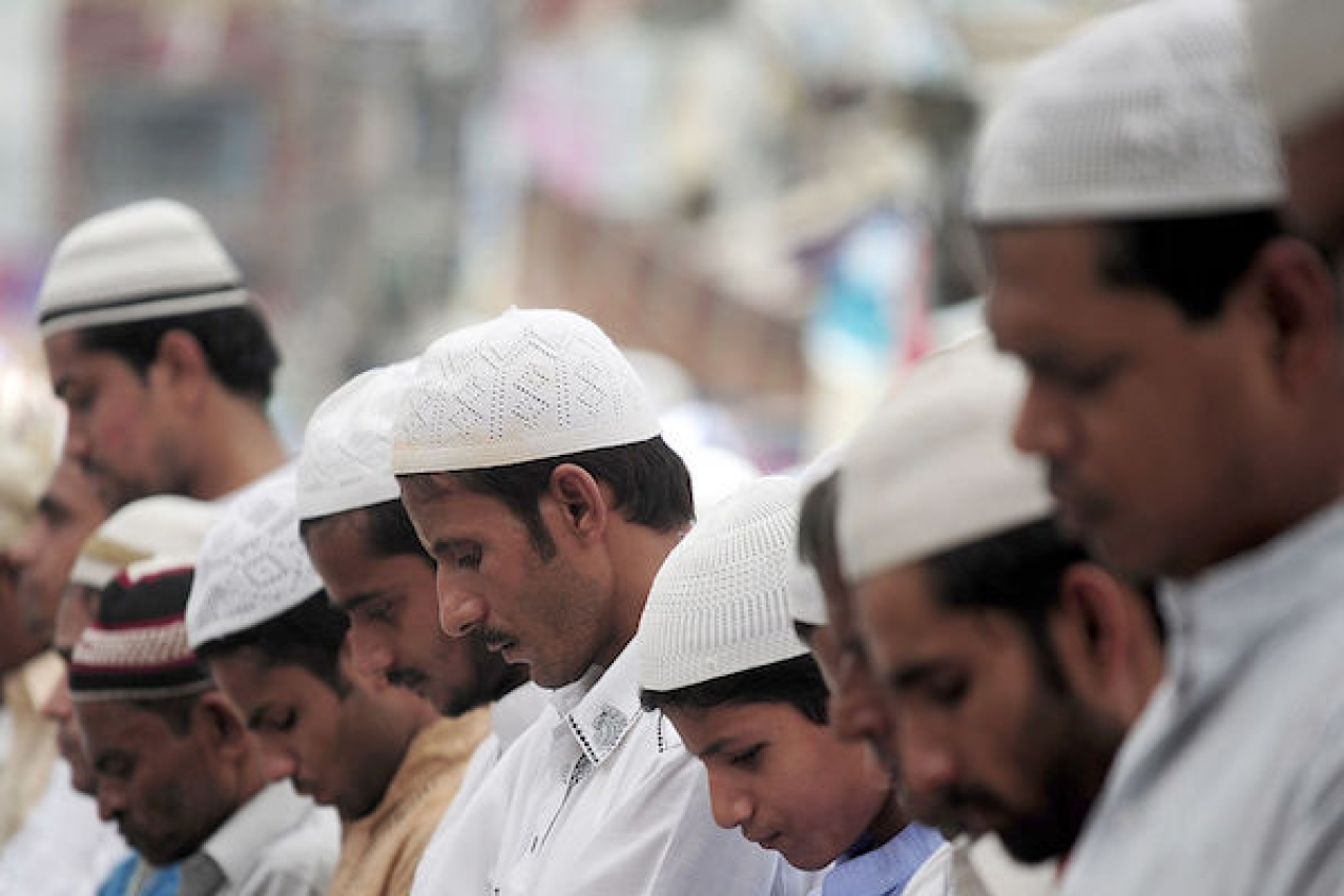 Muslims offer prayers. (SANJAY KANOJIA/AFP/Getty Images)